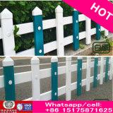 La cerca de acero plástica del jardín del césped del PVC del grano de madera barato rico con la columna del soporte libera