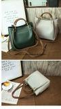 Il multiplo del sacchetto di spalla del nuovo prodotto colora la borsa semplice della donna dell'unità di elaborazione di stile