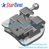 Auto ortodontico dentale di infinità che lega le parentesi con gli strumenti