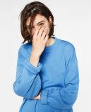 Bunte Frauen, die Pullover stricken