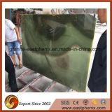 磨かれた緑のヒスイのオニックスの石の平板