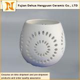 ホーム装飾的なマットの白い陶磁器の蝋燭ホールダーはとのデザインをくり抜く