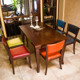 高品質のマスターのホーム家具の卸売のフランスの木のAntiqued切り分けられたUpholateredの革ダイニングテーブルおよび椅子
