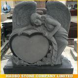 De hand sneed de Zwarte Engel van het Graniet met Gebeeldhouwde Rozen
