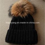 実質のアライグマの毛皮POM Pomsの明白な編まれた冬の女性のウールの帽子