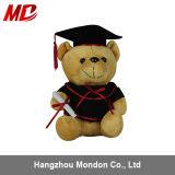 O urso o mais novo da peluche da graduação do projeto 2015 para a venda