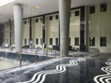 床および壁のためのNanoガラス石造りの大きい平板の黒くおよび赤いタイル