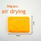 子供のためのHandprintの空気乾燥した粘土