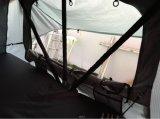 يطوي [4ود] سقف أعلى خيمة لأنّ يخيّم