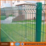O PVC revestiu os painéis soldados 3D da cerca do jardim