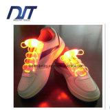 Изумляя оливка шнурка ботинка СИД светлая светящая сформировала