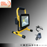 Proyector IP65 20W LED recargable en color diferente