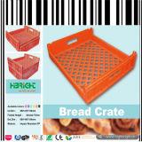 プラスチックパンのトーストの木枠の塊の皿