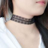 Het hete Kant van de Juwelen van de Manier Elegante Zwarte haakt de Kleine Halsband van de Nauwsluitende halsketting van Bloemen