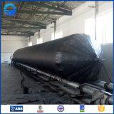 Barco del caucho natural y saco hinchable inflables marinas del muelle