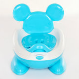 귀여운 Mickey에 의하여 중단되는 아기 화장실