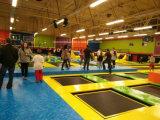 Het springende Vrije Centrum van het Park van de Trampoline van Sporten met Dodgeball