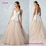 um lindo cora vestido de casamento com o laço impressionante terminado