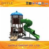Оборудование спортивной площадки типа дома детей с спиральн скольжением
