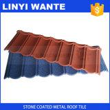 La pietra scheggia le mattonelle di tetto rivestite del metallo