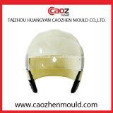 Moulage en plastique de casque avec quatre dans une version