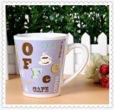 Grandi tazze di tè di ceramica poco costose stampate abitudine