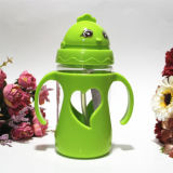 De leuke Plastic Fles van het Water voor de Kinderen die van Jonge geitjes de Fles van Koppen met Stro drinken