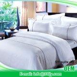 最高のホテルのための耐久のデラックスな330t Coverletの寝具