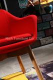 목제 다리를 가진 현대 여가 의자