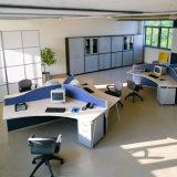 Form verwendeter hölzerner geformter Schreibtisch-Büro-Partition-Glasarbeitsplatz (SZ-WST614)