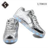 Gosses de type de mode et chaussures d'espadrille des femmes DEL et chaussures d'unité centrale
