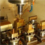 CNC EDMの旋盤の銅の締め金で止めるホールダー(prisround)