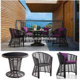 熱いデザインPEの藤の柳細工の円形のダイニングテーブル一定の屋外表は4脚の椅子とセットした