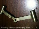 La forja de acero del brazo de suspensión de piezas de automóviles