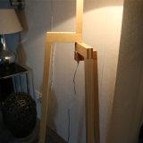 Lámpara de suelo derecha decorativa del hotel con las piernas de madera
