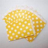 Bolsos de papel amarillos rayados respetuosos del medio ambiente del convite para el partido