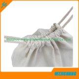 Validar el lacre de la orden de encargo y del lazo y manejar el bolso blanco puro del algodón