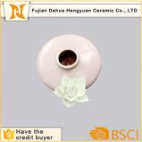 Bottiglia di profumo vuota di ceramica dentellare con il tappo del fiore