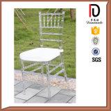 結婚式のための白いChiavariの舞踏室の椅子