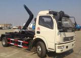 Dongfengによって4X2はアーム7トンのごみ収集車7のCBMの引きアームトラックが転がり落ちる
