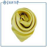 Stampa di seta turca di Digitahi della sciarpa Rotolare-Orlata mano crema di Charmuse