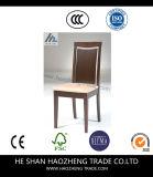 ボタンの背部が付いている椅子を食事しているHzdc172聖職者