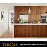 Moderne Küchepantry-Schränke mit hellem Farbanstrich-Ende und grosser furnierter Insel Tivo-0226h