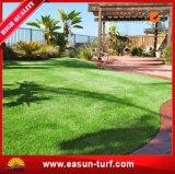 Hierba artificial del césped suave para el jardín