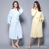 高品質の100%年の綿のワッフルの浴衣のパジャマ/Nightwear
