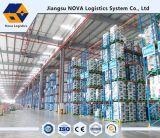 Défilement ligne par ligne lourd d'entrepôt de logistique de crémaillère