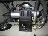 ビードのカッター機械を押すオイル
