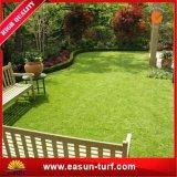 Hierba artificial china del precio bajo de calidad superior y para el jardín