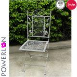 金属粉の塗られた折られた椅子