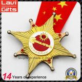금 끝마무리에 있는 주문을 받아서 만들어진 아연 합금 운영하는 메달